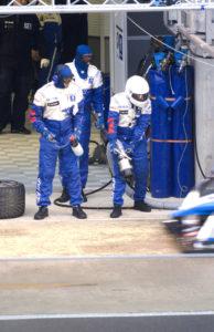 Peugeot 908 HDI team - Pit stop (Le Mans 2009)